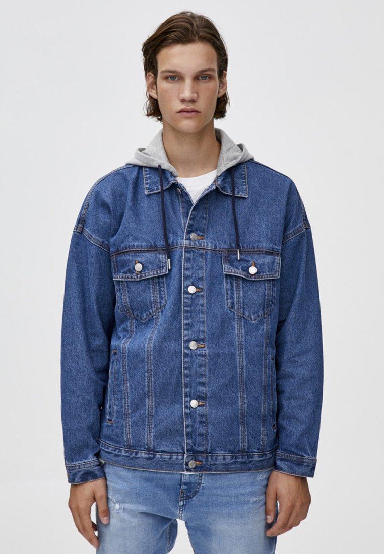 PULL&BEAR - MIT FARBLICH ABGESETZTER KAPUZE  - Džínová bunda - blue
