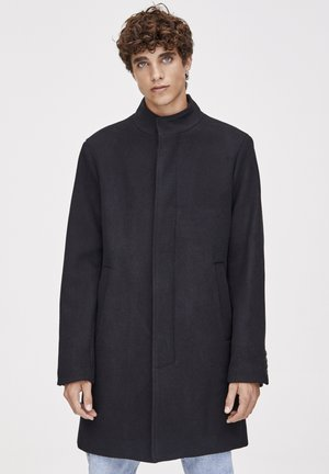 MIT ROLLKRAGEN - Classic coat - black
