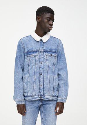 MIT LAMMFELLIMITAT - Kurtka jeansowa - blue