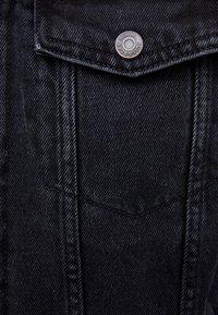 PULL&BEAR - MIT LAMMFELLIMITAT - Veste en jean - black - 6
