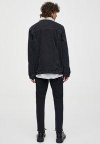 PULL&BEAR - MIT LAMMFELLIMITAT - Veste en jean - black - 2