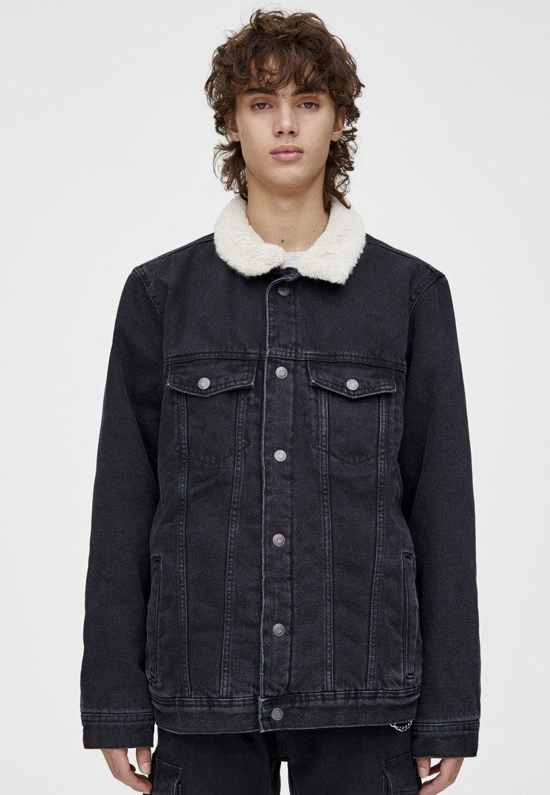 PULL&BEAR - MIT LAMMFELLIMITAT - Veste en jean - black