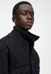 PULL&BEAR - Džínová bunda - black - 4