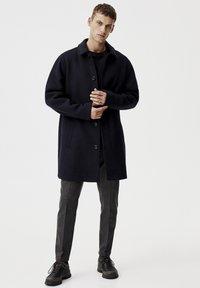 PULL&BEAR - Krátký kabát - blue - 1