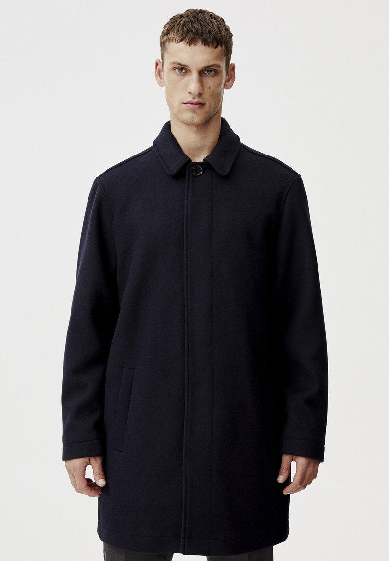 PULL&BEAR - Krátký kabát - blue