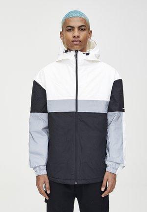 MIT KONTRASTIERENDEN EINSÄTZEN  - Zimní bunda - light grey
