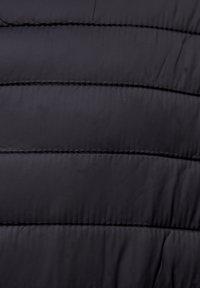 PULL&BEAR - MIT KAPUZE - Zimní bunda - black - 5