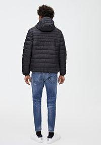 PULL&BEAR - MIT KAPUZE - Zimní bunda - black - 2