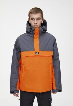 KOMBINIERTE WINDBREAKER-JACKE MIT BAUCHTASCHE UND KAPUZE 0971495 - Veste coupe-vent - orange