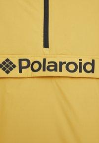 "PULL&BEAR - SENFFARBENE JACKE MIT BAUCHTASCHE ""POLAROID"" 05713559 - Zimní bunda - yellow - 6"