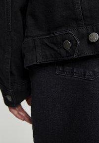 PULL&BEAR - SCHWARZE JEANSJACKE IM KOMFORT-FIT 05713511 - Denim jacket - mottled black - 4