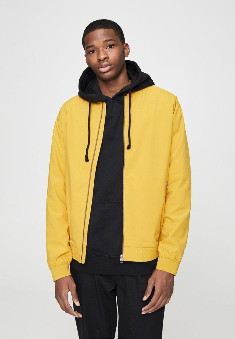 PULL&BEAR - Bomberjacka - yellow