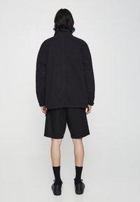 PULL&BEAR - MIT PATTENTASCHEN - Lehká bunda - metallic black - 2