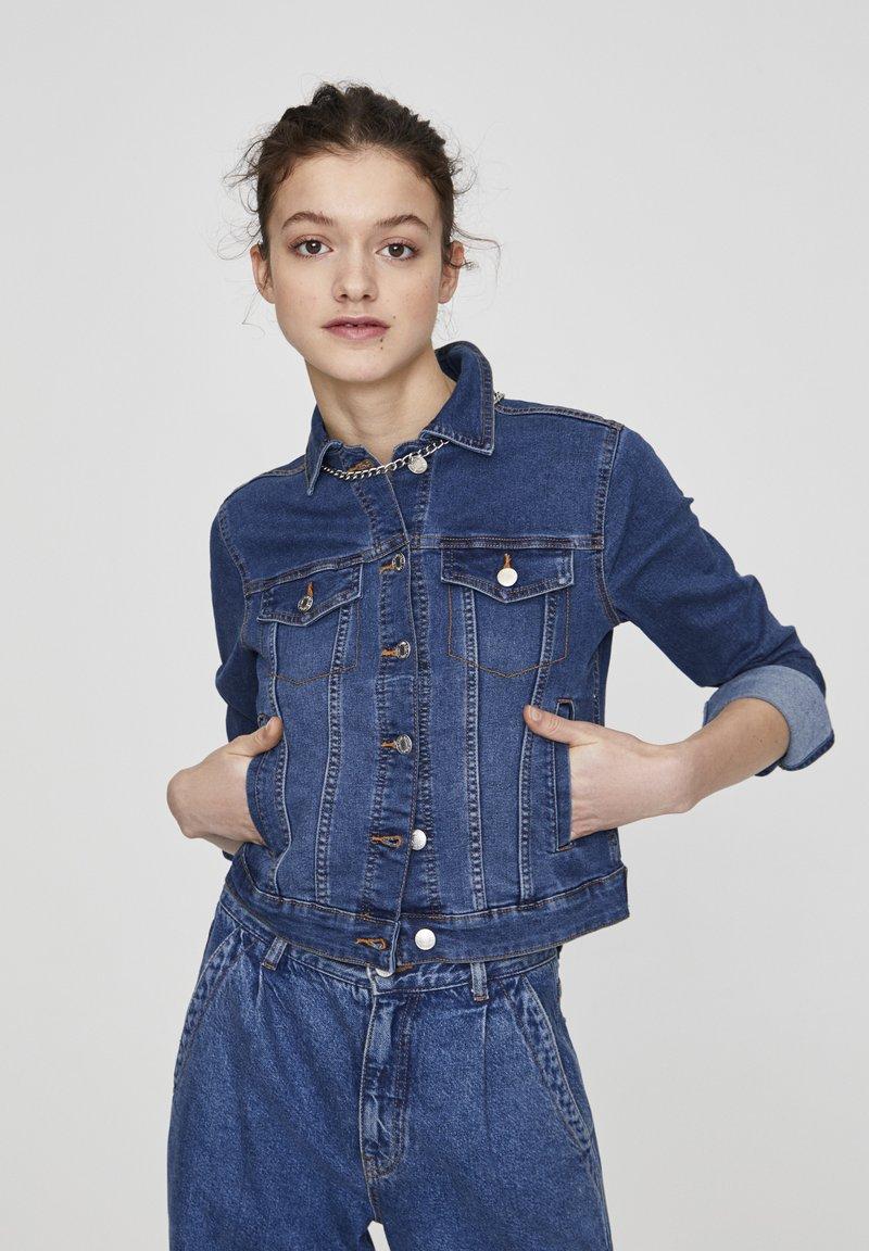 PULL&BEAR - Giacca di jeans - light-blue denim