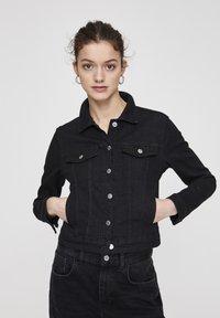 PULL&BEAR - Veste en jean - metallic black - 0
