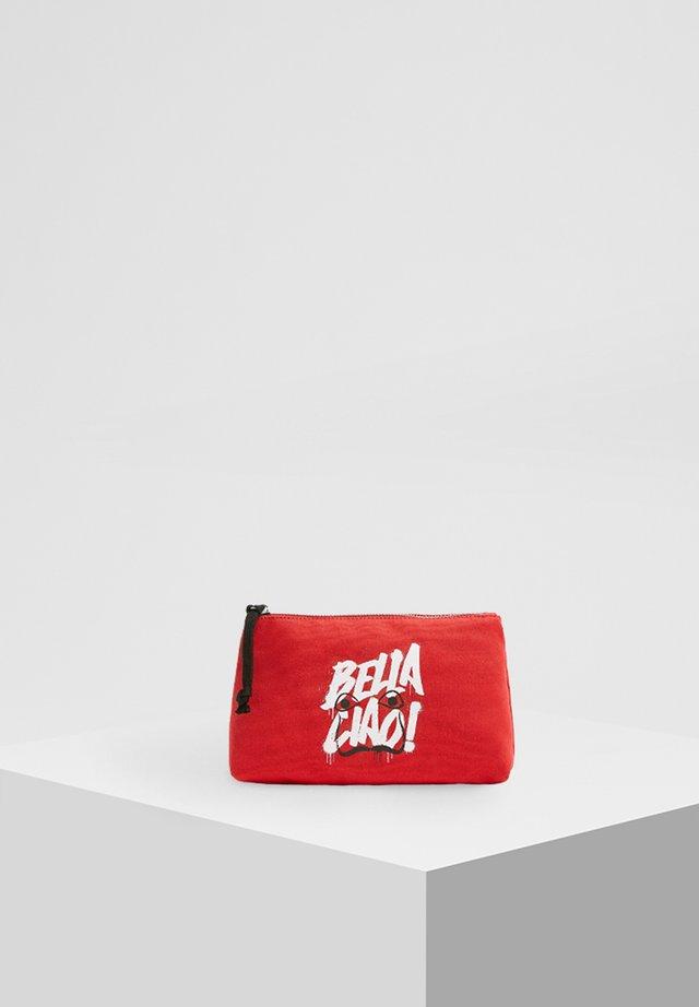 LA CASA DE PAPEL - Wash bag - black