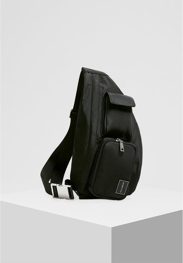 SCHULTERTASCHE MIT MEHREREN TASCHEN 14020540 - Bum bag - black