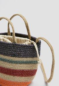 PULL&BEAR - Taška spříčným popruhem - multi-coloured - 4