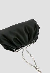 PULL&BEAR - MIT RAFFUNG - Across body bag - black - 3