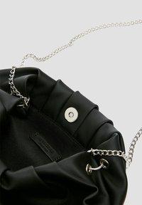 PULL&BEAR - MIT RAFFUNG - Across body bag - black - 4