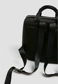 PULL&BEAR - KASTENFÖRMIGER NYLONRUCKSACK 14076540 - Reppu - black - 3