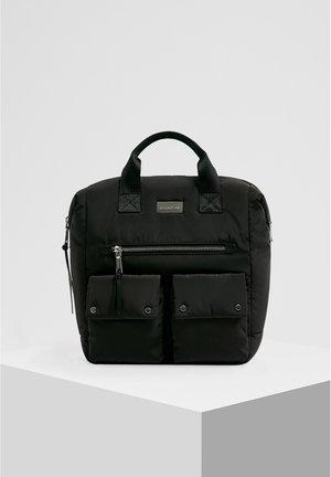 KASTENFÖRMIGER NYLONRUCKSACK 14076540 - Plecak - black