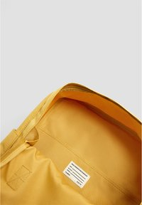 PULL&BEAR - BUNTER RUCKSACK 14123540 - Rygsække - mustard yellow - 5