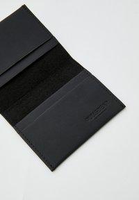 PULL&BEAR - MIT LOGO - Peněženka - black - 3