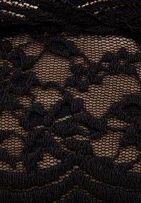 PULL&BEAR - Podprsenka skosticemi - black - 5