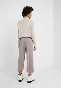 pure cashmere - LOOSE FIT PANTS - Pantalon classique - beige - 2