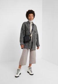 pure cashmere - LOOSE FIT PANTS - Pantalon classique - beige - 1