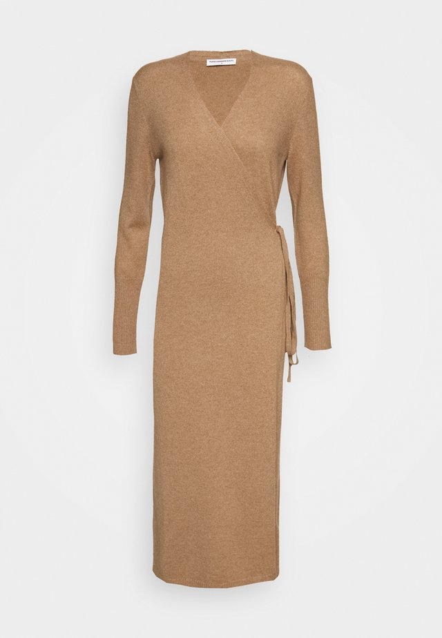 WRAP DRESS - Strickkleid - dark beige
