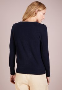 pure cashmere - CLASSIC CREW NECK  - Sweter - navy - 2