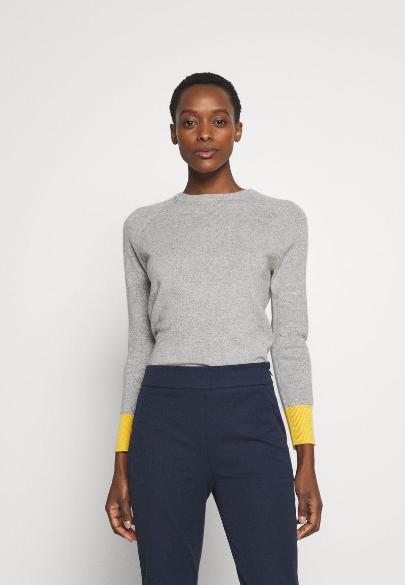 pure cashmere - CLASSIC CREW NECK COLOR BLOCK - Jumper - light grey/yellow