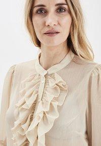 PULZ - PXSTARBLUE SHIRT - Button-down blouse - brazilian sand - 4