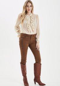 PULZ - PXSTARBLUE SHIRT - Button-down blouse - brazilian sand - 1