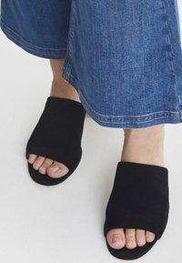 PULZ - PZLIVA - Jeans Bootcut -  blue - 4