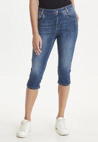 PULZ - PZCARMEN - Jeans Short / cowboy shorts - medium blue denim - 0