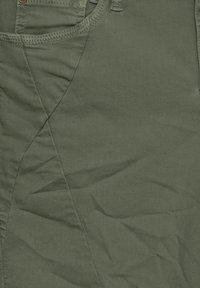 PULZ - PZROSITA - Jeans Short / cowboy shorts - beetle - 5