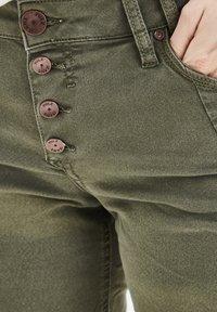 PULZ - PZROSITA - Jeans Short / cowboy shorts - beetle - 4