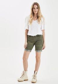 PULZ - PZROSITA - Jeans Short / cowboy shorts - beetle - 1