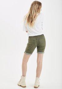 PULZ - PZROSITA - Jeans Short / cowboy shorts - beetle - 3