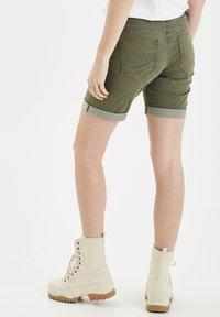 PULZ - PZROSITA - Jeans Short / cowboy shorts - beetle - 2
