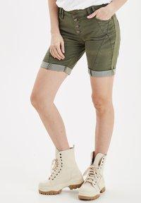 PULZ - PZROSITA - Jeans Short / cowboy shorts - beetle - 0