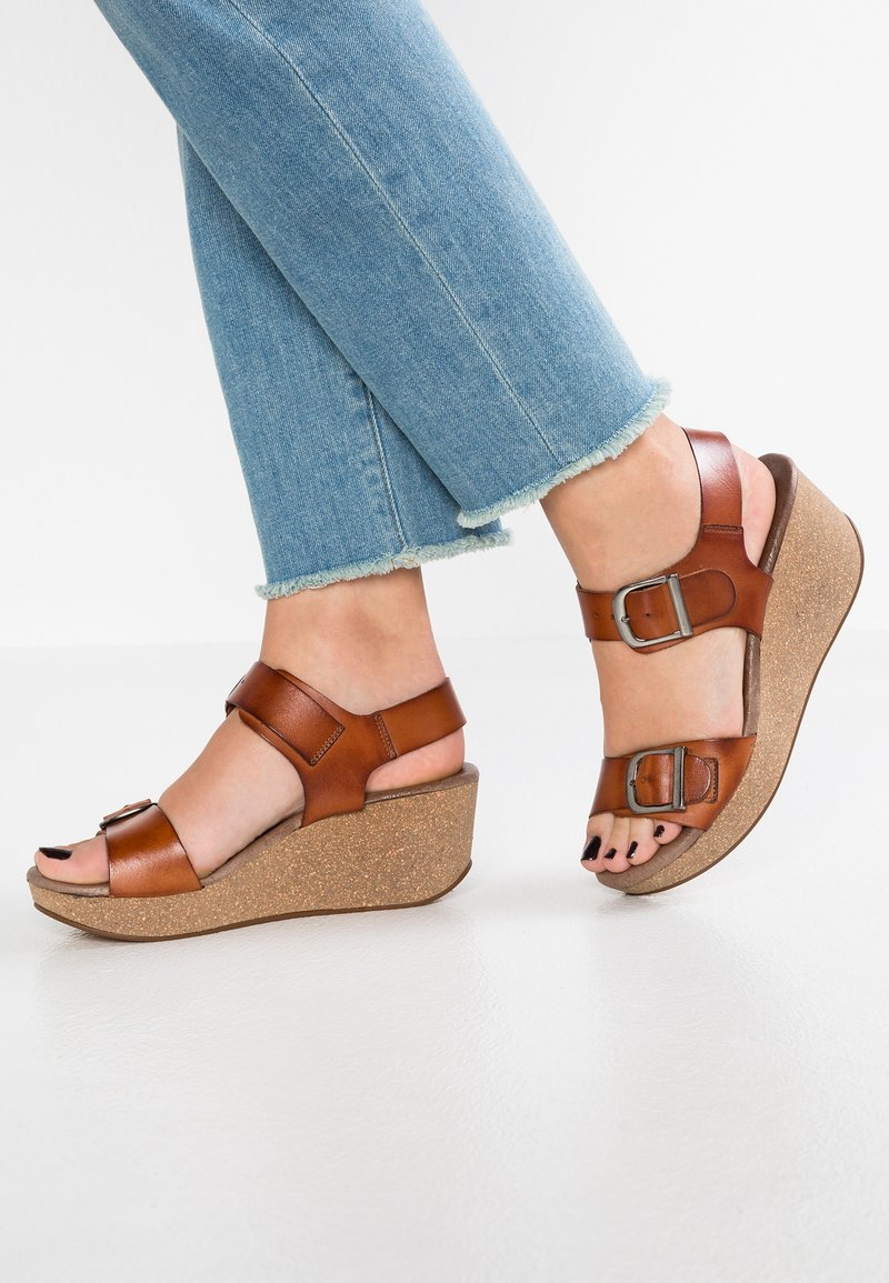 Pavement - CAMILLA - Platform sandals - tan
