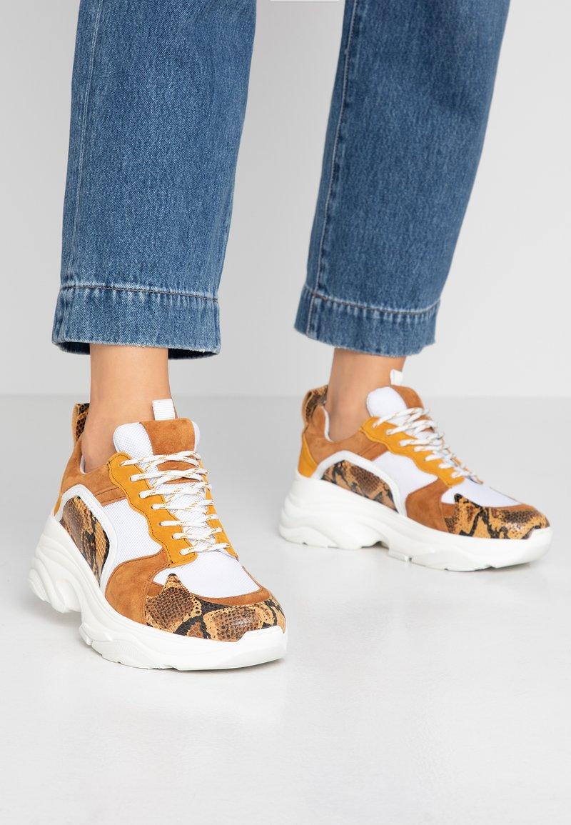 Pavement - MYNTHE - Sneaker low - tan