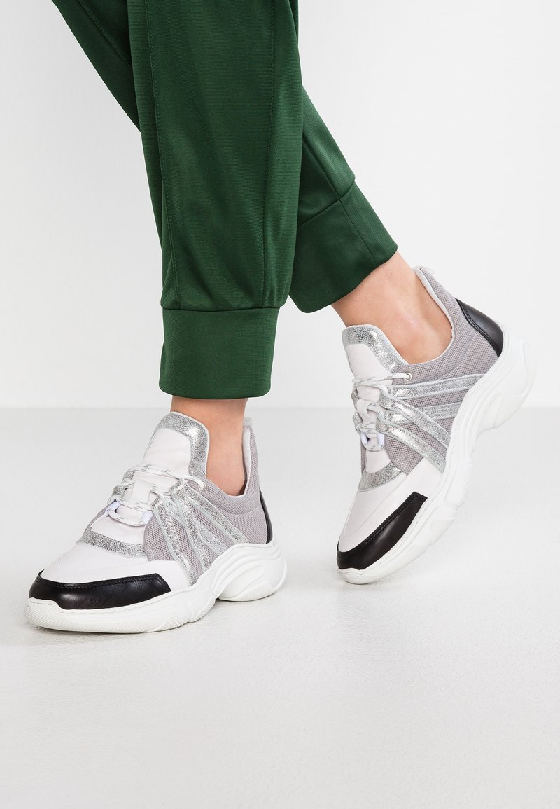 Pavement - REAGAN - Sneakers - black