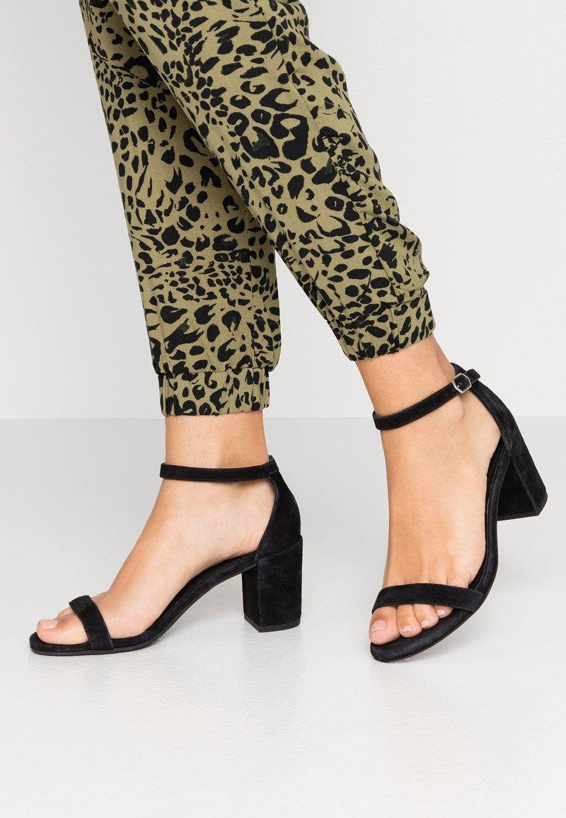 Pavement - GLORIA - Sandals - black