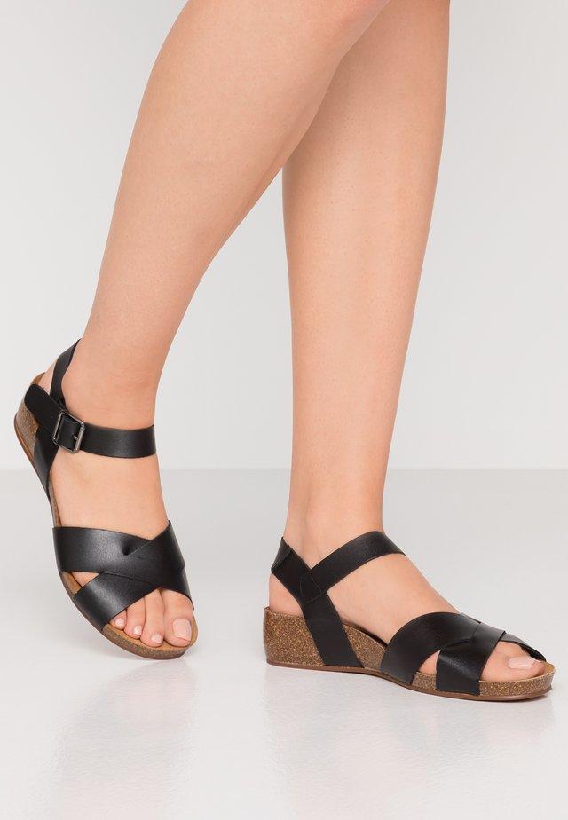SKYLER - Sandály na klínu - black
