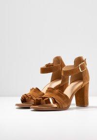 Pavement - SILKE WAVE - Sandals - tan - 4